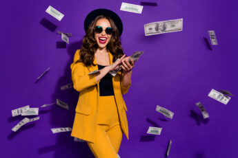 glam-up-for-a-night-at-the-casino-main-image-woman-in-yellow-suit-with-cash