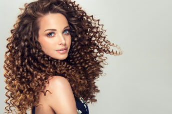 ways-to-get-stronger-hair-woman-with-great-hair
