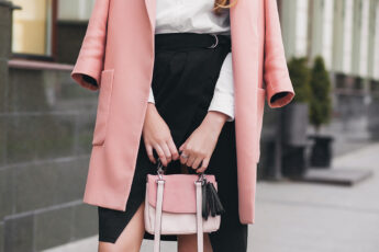 best-dressing-ideas-for-women-to-enjoy-at-casinos-woman-in-cute-professional-outfit