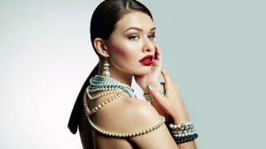 how-to-fight-wrinkles-naturally-girl-with-great-skin-wearing-pearls-jewelry