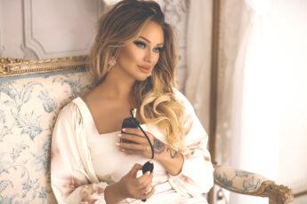 katarina-van-derham-perfume-model