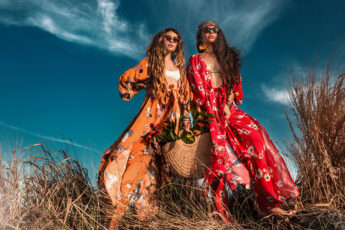 can-you-create-your-own-fashion-brand-online-two-fashionable-women-in-nature