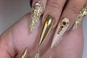 Gold Nails Are Perfect For The Holiday Season