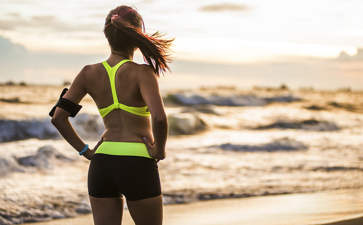 what-is-the-cause-of-love-handles-melt-your-body-fat-main-image-fit-girl-on-the-beach
