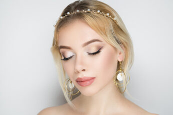 prom-beauty-tips-to-take-into-account-girl-with-makeup-and-head-piece-for-prom