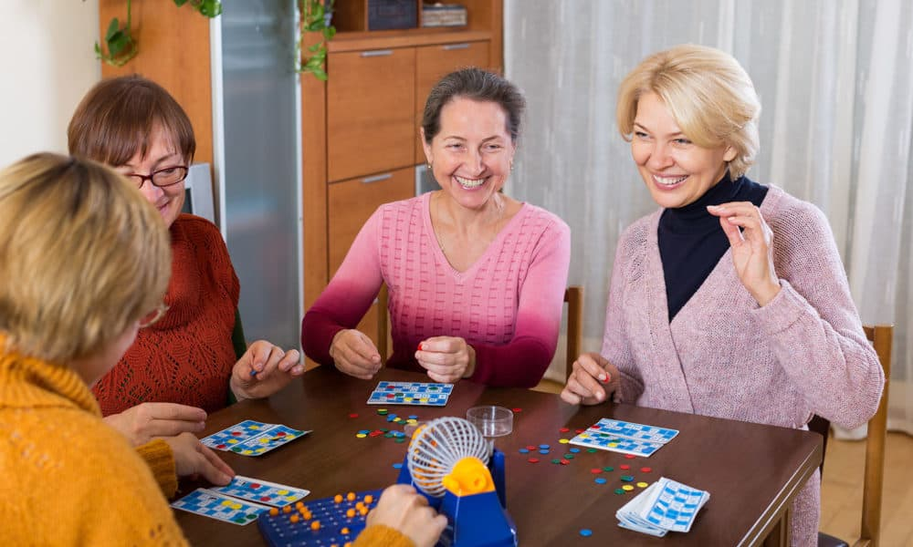 women-playing-bingo-board-games-1000x600