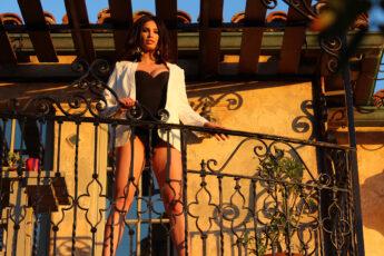 look-good-every-day-alina-on-balcony-main-image