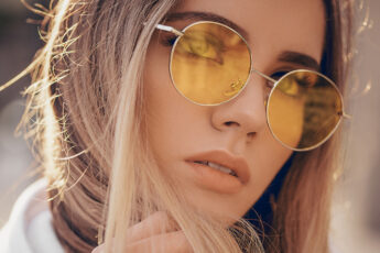 best-shampoos-for-keeping-oily-hair-under-control-woman-in-cute-glasses-nice-hair