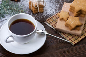 best-teas-for-healthy-skin-tea-and-cookies-main-image