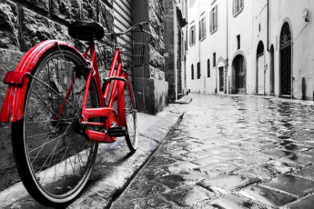 folding-electric-bikes-common-trend-red-bike-on-street-main-image