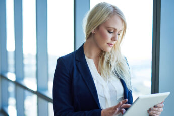 guide-to-business-formal-wear-for-woman-woman-at-work