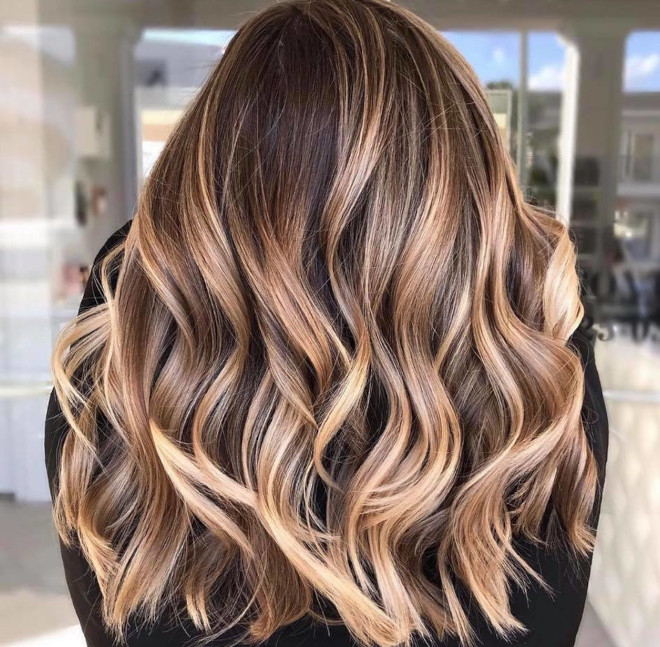 try some of these mesmerizing smoky gold hair colors for spring