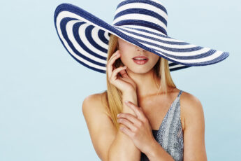 awesome-summer-dress-styles-to-wear-woman-in-big-hat-and-summer-dress