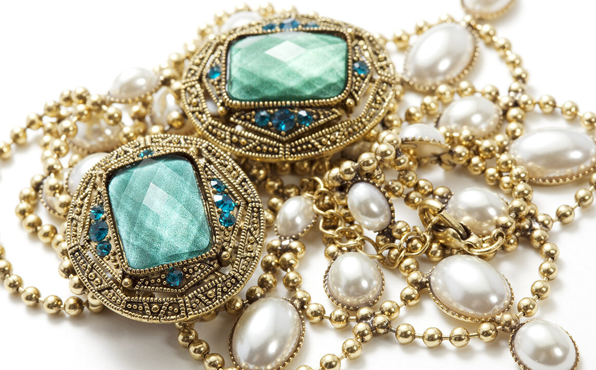 beautiful-blue-and-gold-jewelry-how-to-buy-jewelry-at-auction