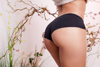 things-women-can-know-about-cheeky-underwear-main-image-booty