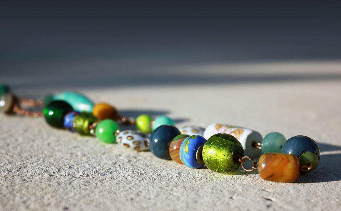 trendy-beaded-necklace-on-the-table