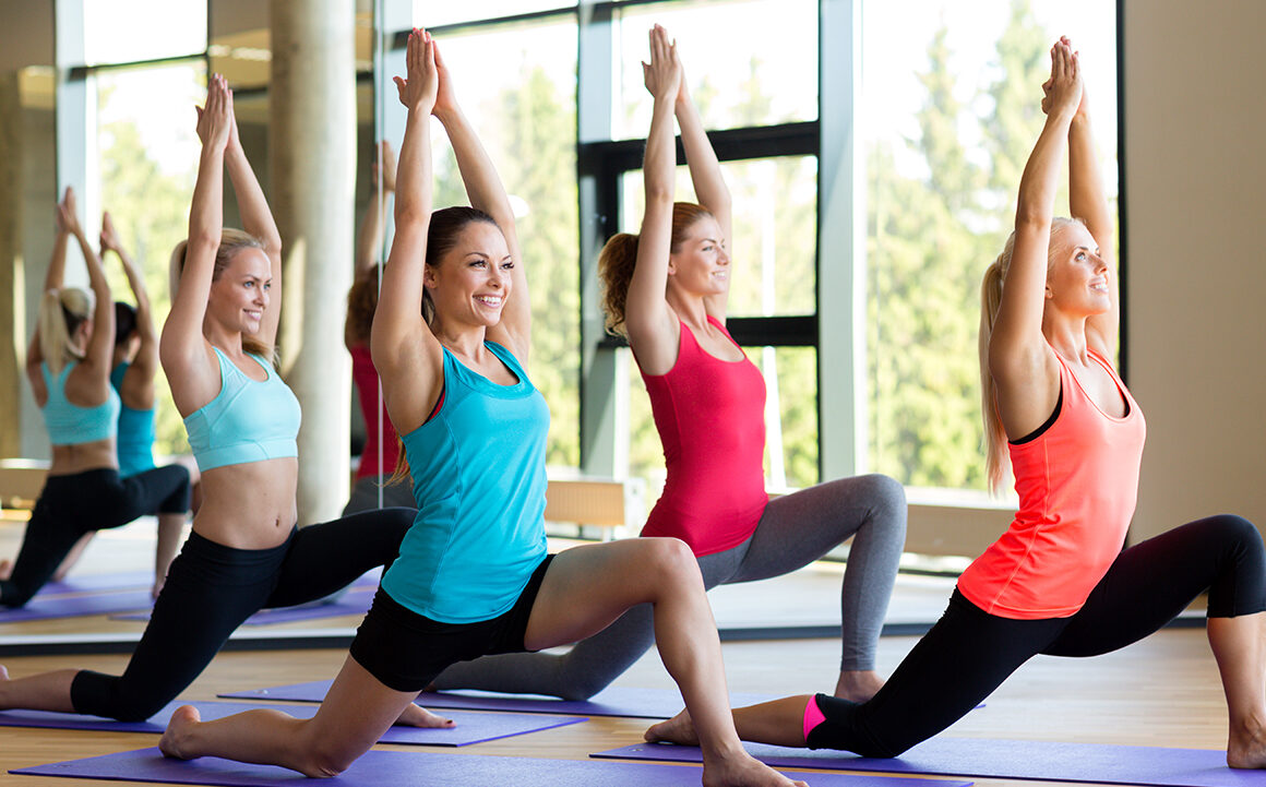 pros-and-cons-of-drinking-water-during-yoga-main-image