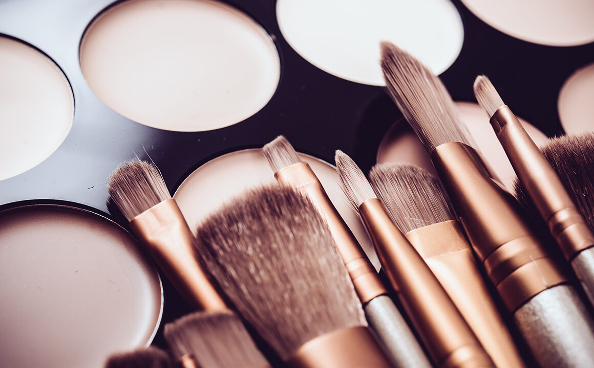 concealer-brush-or-sponge-what-you-need-to-know-makeup-main-image