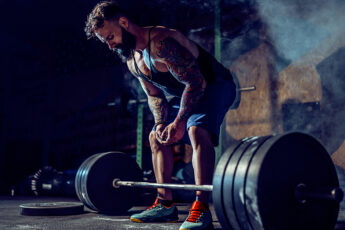 how-to-deadlift-more-weight-man-lifting-weight