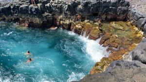kauai-adventure-destination-beautiful-jungle-nature-travel-traveling-queens-bath