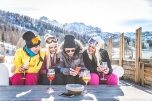 most-fashionable-sport-friends-skiing-main-image