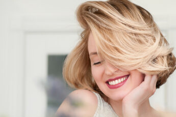 tips-for-finding-the-best-hairstyle-short-hair-girl-happy