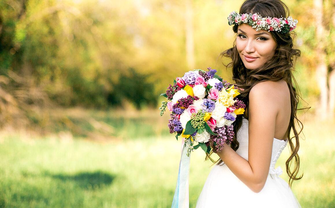best-bridal-bouquet-options-bride-holding-her-flowers