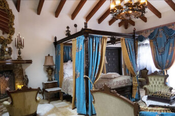 canopy-royal-bed