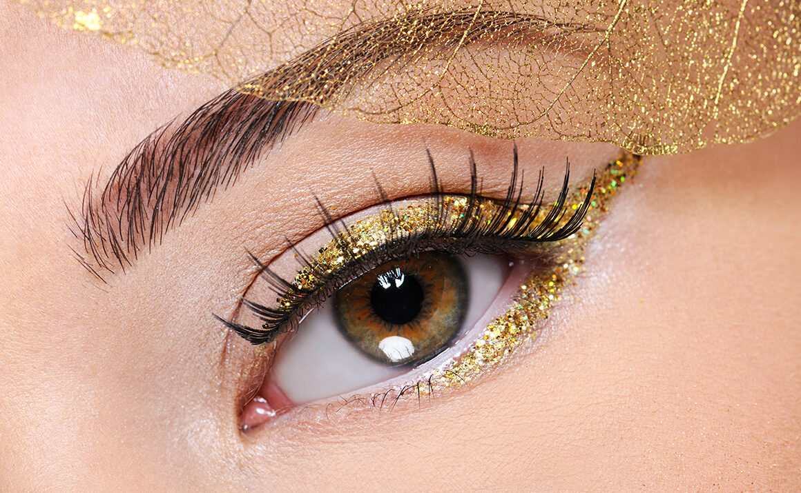 beauty-tip-for-casino-night-main-image-woman-in-eyeliner