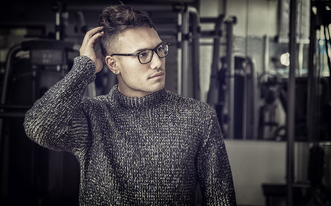 how-to-look-fashionable-without-spending-money-stylish-man-in-sweater-and-glasses